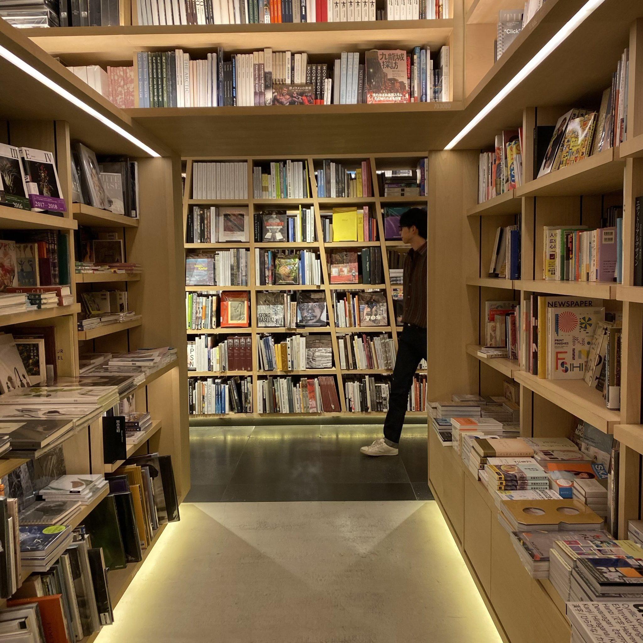 labary bibliotheek design placing books Tokio tokyo Japan grid closet research